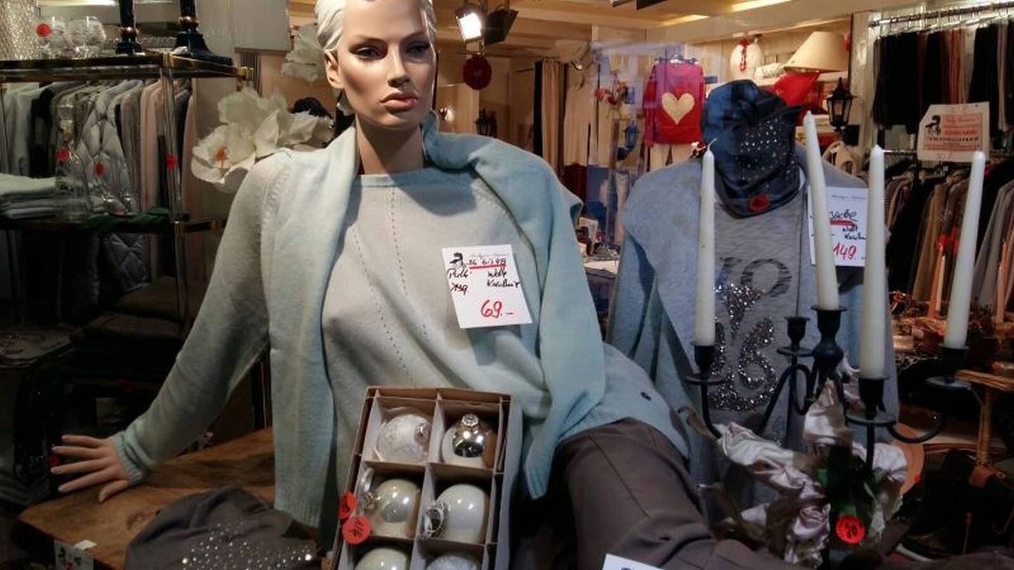 Kuschlige Damenmode für den Herbst bei Boutique Barreca in Villingen.