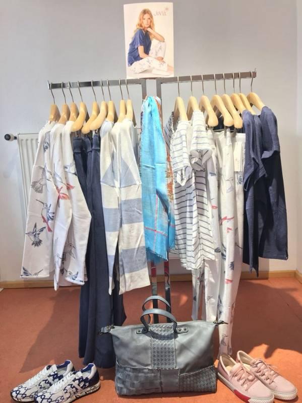 Frische Farben für die neue Mode bei Klassik & Mode in Eppingen.