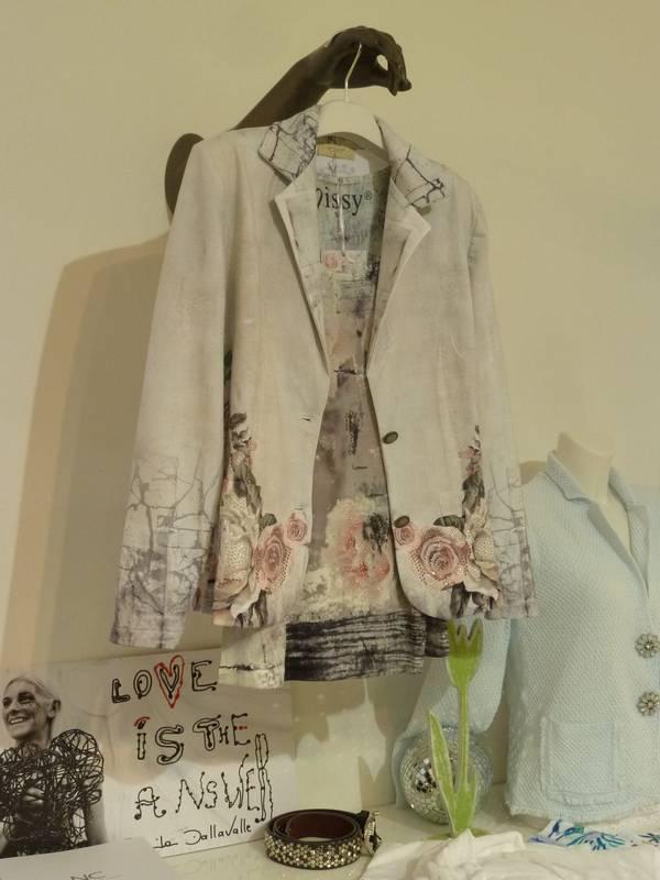 Sanfte Farben in der Damen-Mode - zu finden bei Jasmin in Ludwigsburg.
