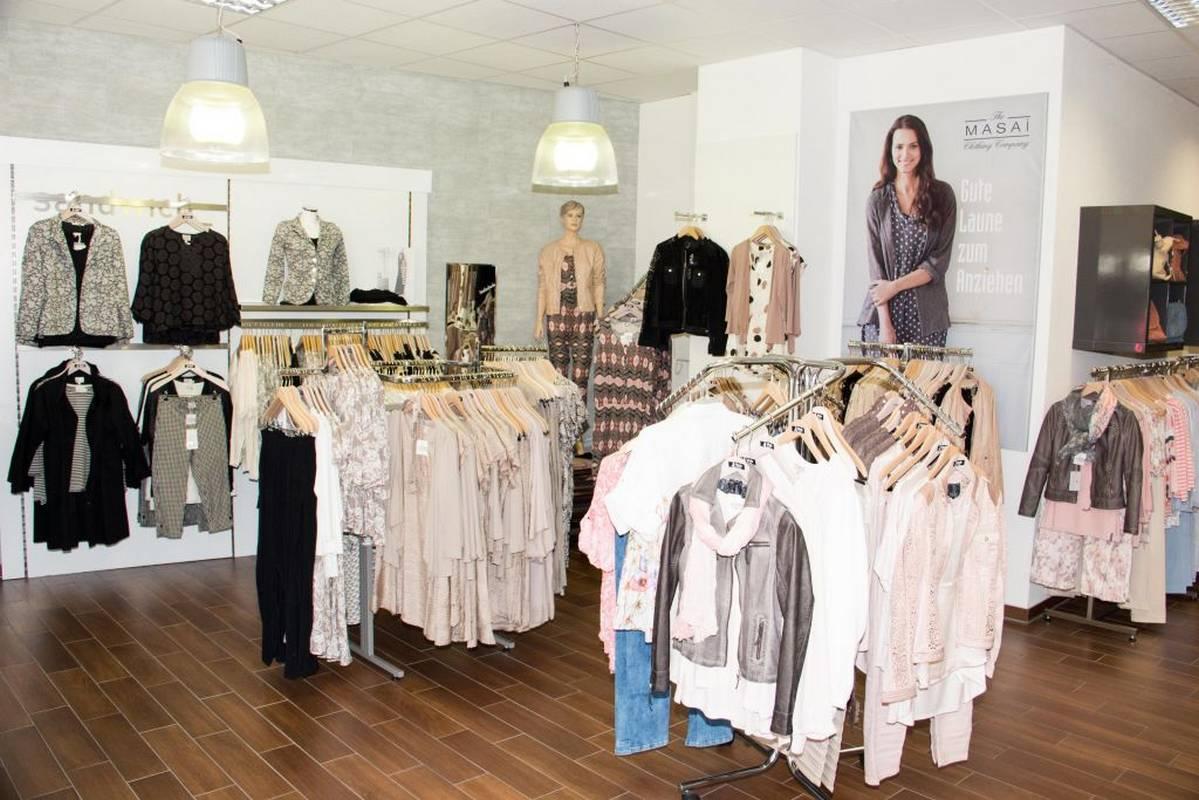 Vielfältige Mode für die Damen - zu finden bei Mode am Markt in Murrhardt.
