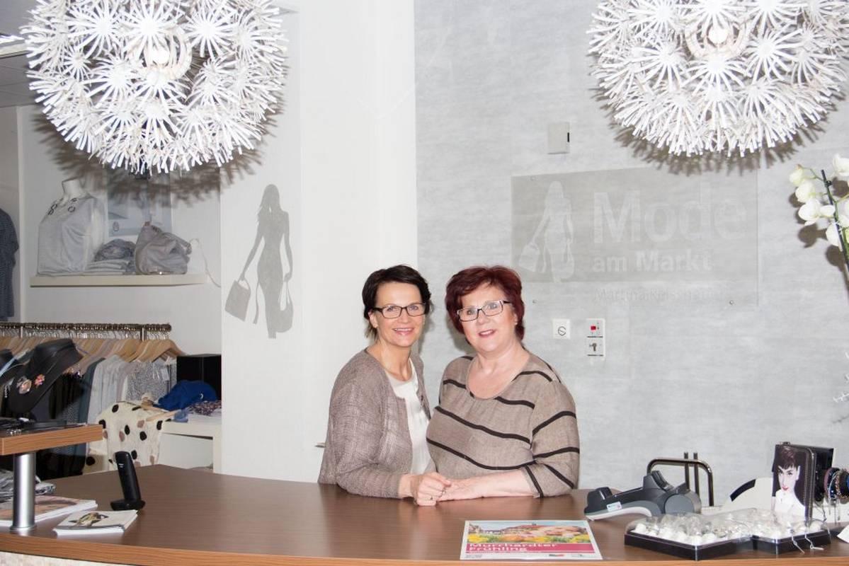 Martina Reisshauer und Mitarbeiterin heissen Sie herzlich willkommen bei Mode am Markt in Murrhardt.