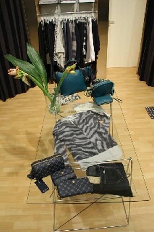 Mode für SIE und IHN bei StudioBES Moden in Schorndorf.