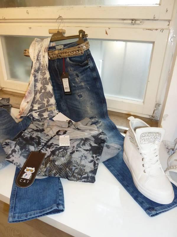 Damen-Jeans Outfit neu kombiniert -zu finden bei Jasmin Mode in Ludwigsburg.
