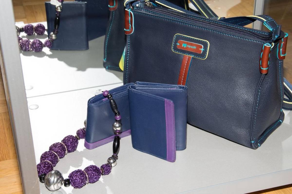 Taschen - Accessoires - Mode - das finden Sie bei Art Design Mode in Bad Liebenzell.