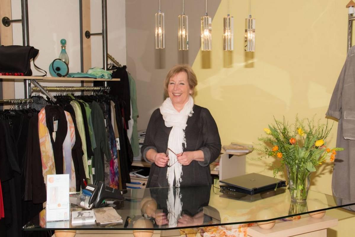 Birgit Späth freut sich auf Ihren Besuch bei Art Design Mode in Bad Liebenzell.