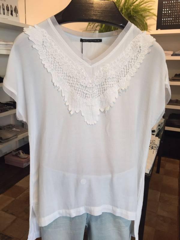 Luftig-leichte Sommer-Mode finden Sie bei MR Damenmode in Renningen.