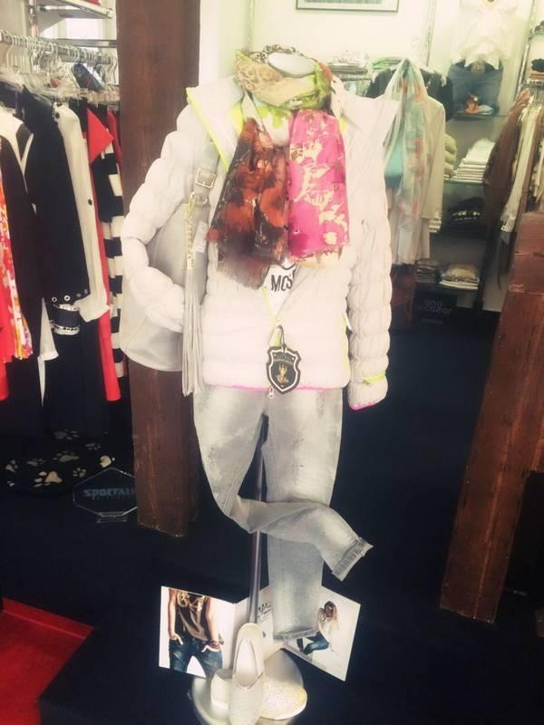 Wer hochwertige Damenmode sucht - wird bei La Boutique in Aalen fündig.