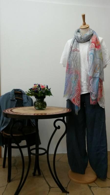 Die etwas andere Mode für Damen - aus Naturstoffen - die große Auswahl finden Sie beim S'Hääs in Tübingen.