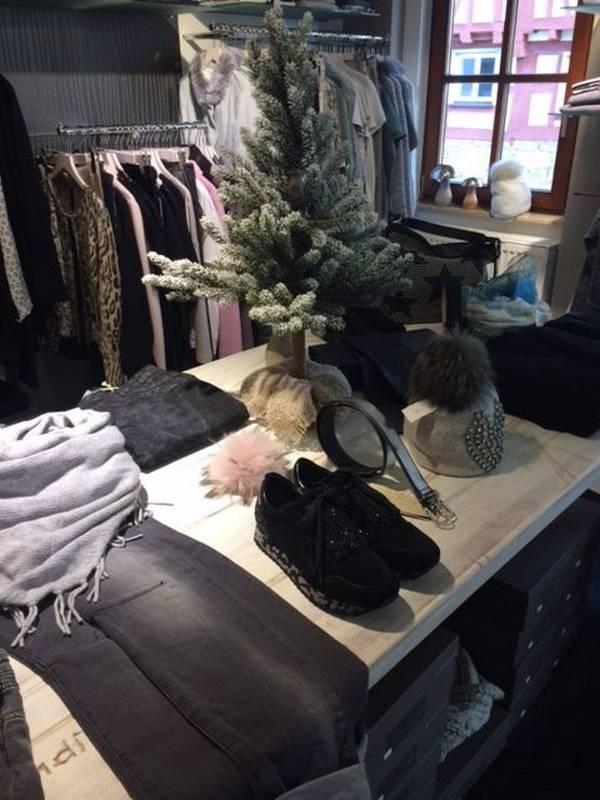Winter-Mode für modebewusste Damen zu finden bei Petticoat in Holzgerlingen.