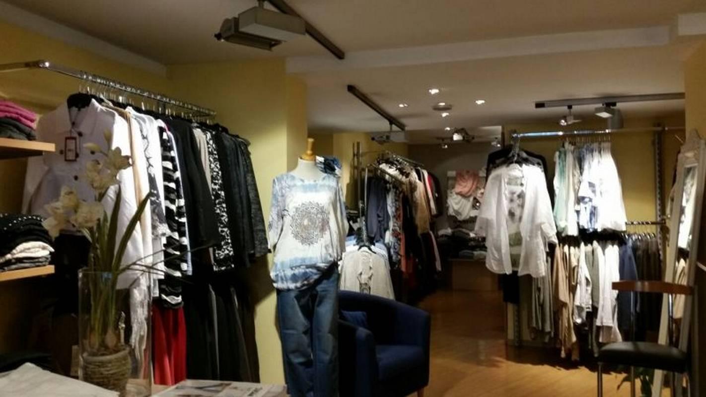 News Fashion in Winnenden hat die neue Mode für den Sommer.